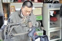 kinesisk skomakare royaltyfria bilder
