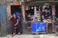 Kinesisk speceriaffär i Cambodja arkivbild