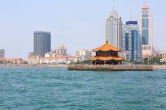 Kinesisk stad för sjösida, Qingdao Arkivbild