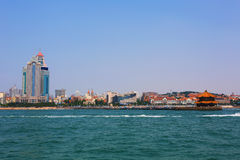 Kinesisk stad för sjösida, Qingdao Arkivbilder
