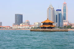 Kinesisk stad för sjösida, Qingdao Royaltyfri Bild