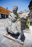 Kinesisk staty i thailändsk tempel Arkivbild