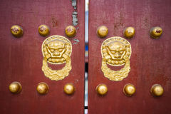 kinesisk stil för dörrhandtag Arkivbilder