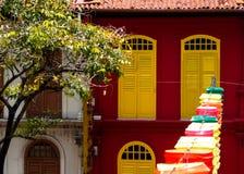 Kinesisk stil för dörrsluthem på porslinstaden singapore arkivbilder