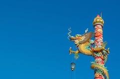 Kinesisk stildrakestaty Arkivfoto
