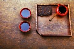 Kinesisk tabell för kopp för svart te för tekanna royaltyfri bild