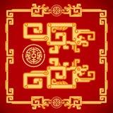 Kinesisk tappning Dragon Elements på klassisk röd bakgrund Arkivfoto