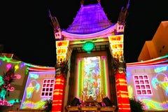Kinesisk teater för Grauman ` s på natten på den Hollywood boulevarden Arkivbilder