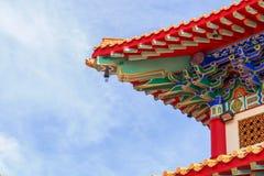 Kinesisk tempel i morgonen med molniga himlar Fotografering för Bildbyråer