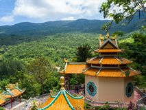 Kinesisk tempel p? ?n av Koh Phangan arkivbild