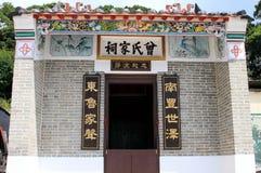 Kinesisk tempel på det Tai Mo Shan berget, Hong Kong Royaltyfri Fotografi