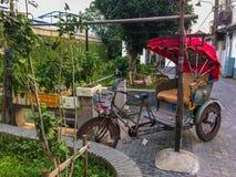 Kinesisk tickshaw i Suzhou arkivbild