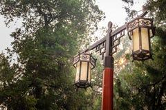 Kinesisk trädgårdlampa för traditionell stil Arkivbild