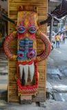 Kinesisk trämaskering i marknaden royaltyfri fotografi