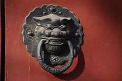 Kinesisk traditionell drakehuvudknoker Arkivfoto