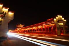 Kinesisk traditionell korridor på bron Arkivbilder