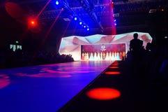 Kinesisk traditionell show för modemodell Fotografering för Bildbyråer
