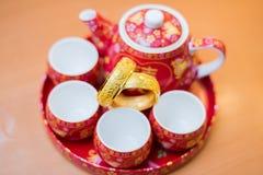 Kinesisk traditionell teservis som används i kinesisk bröllopteceremoni Arkivbilder