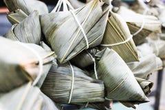 Kinesisk traditionsmat - ångad risklimp arkivfoton