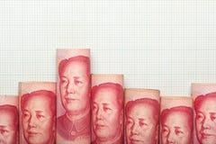Kinesisk valutadowntrendgraf royaltyfria foton