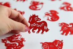 Kinesisk zidiac som papercutting, år av hästen Arkivfoto