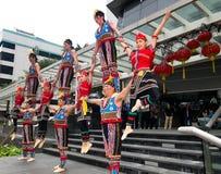 kinesiska akrobater royaltyfria bilder