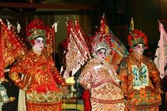 Kinesiska aktörer som spelar i en opera under mooncakefestival Fotografering för Bildbyråer
