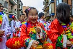 Kinesiska berömmar för nytt år i Usera Madrid, Spanien royaltyfria bilder