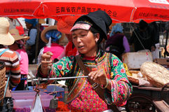 kinesiska bondegodor säljer deras arkivfoton