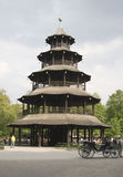 kinesiska engelska arbeta i trädgården det munich tornet Royaltyfri Fotografi