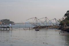 Kinesiska fisknät i forten Cochin Arkivbilder