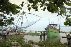 Kinesiska fisknät - Kochi - Tamil Nadu - Indien Royaltyfri Foto