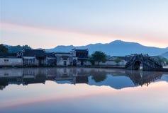 Kinesiska forntida byar i gryning Royaltyfri Foto