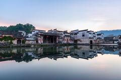 Kinesiska forntida byar i gryning Arkivbilder