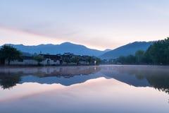 Kinesiska forntida byar i gryning Fotografering för Bildbyråer