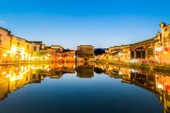 Kinesiska forntida byar på natten Arkivfoto