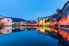 Kinesiska forntida byar på natten Royaltyfri Fotografi