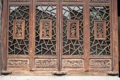 Kinesiska gammala utformar dörren Royaltyfria Foton