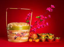 Kinesiska garneringar för det nya året, kinesiskt tecken för generci symboliserar Arkivbild