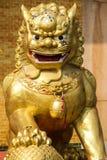 Kinesiska guld- Lion Staute Fotografering för Bildbyråer