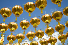kinesiska guld- lyktor Royaltyfria Bilder