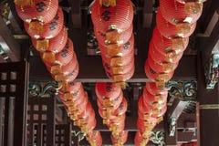 Kinesiska laterns i ett tempel Arkivfoton