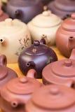 Kinesiska lergods på Panjiayuan marknadsför, Peking, Kina Royaltyfri Fotografi