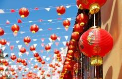 Kinesiska lyktor för nytt år i porslinstad royaltyfri foto