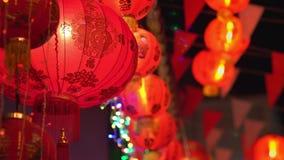 Kinesiska lyktor för nytt år smsar medel har lyckligt och lyckligt stock video
