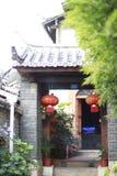 Kinesiska lyktor fjädrar festaval arkivbilder