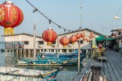 Kinesiska lyktor i klanbryggor i Georgetown, Pulau Penang, Malaysia Fotografering för Bildbyråer