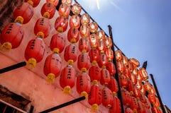 Kinesiska lyktor i templet, Penang, Malaysia Royaltyfri Bild