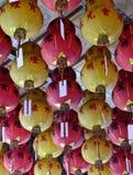 Kinesiska lyktor på den kinesiska templet Fotografering för Bildbyråer