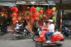 Kinesiska lyktor säljs i ett lager i Hanoi (Vietnam) Arkivfoton